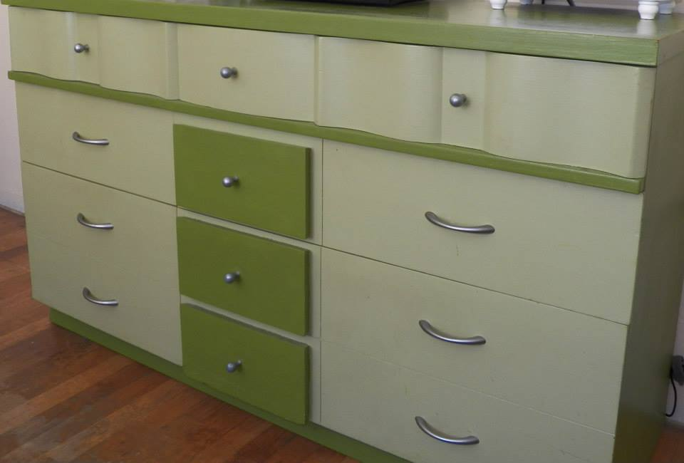 Green bedroom dresser @alisamalisa @meredithspidel