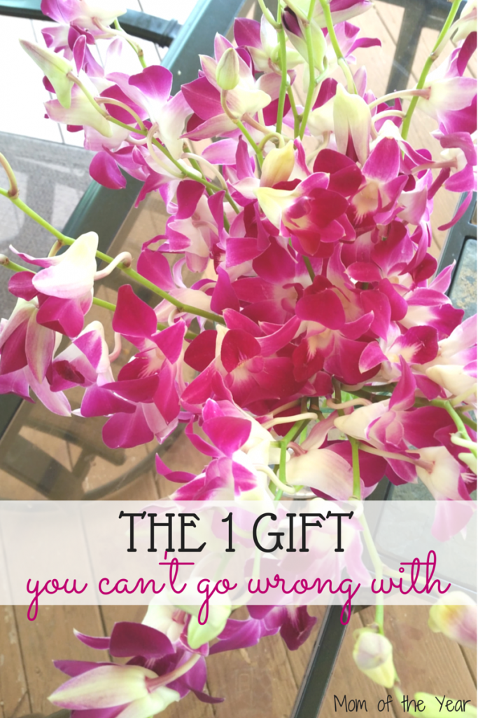 "Flower bouquets are a gorgeous way to say ""I love you"" and ""Thank you"" to the special mom, friend, or girl in your life. Every woman loves flowers and what a perfect thank-you gift!"
