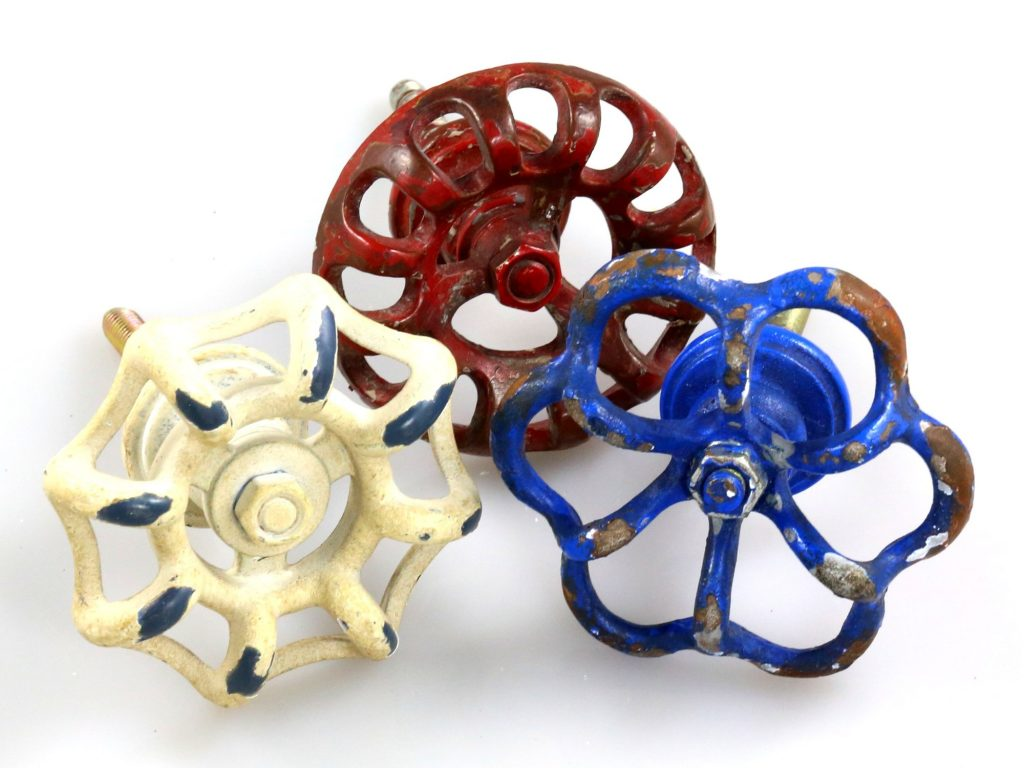 Looking for an easy way to add a pop of color to a set of drawers, a bureau or a dress while making  it more functional for small hands to use? Check out these cool knobs.  Made of sturdy metal in a timeless rustic design, I know they will go the distance of wear and tear over the years and won't outdate themselves as my kids age!
