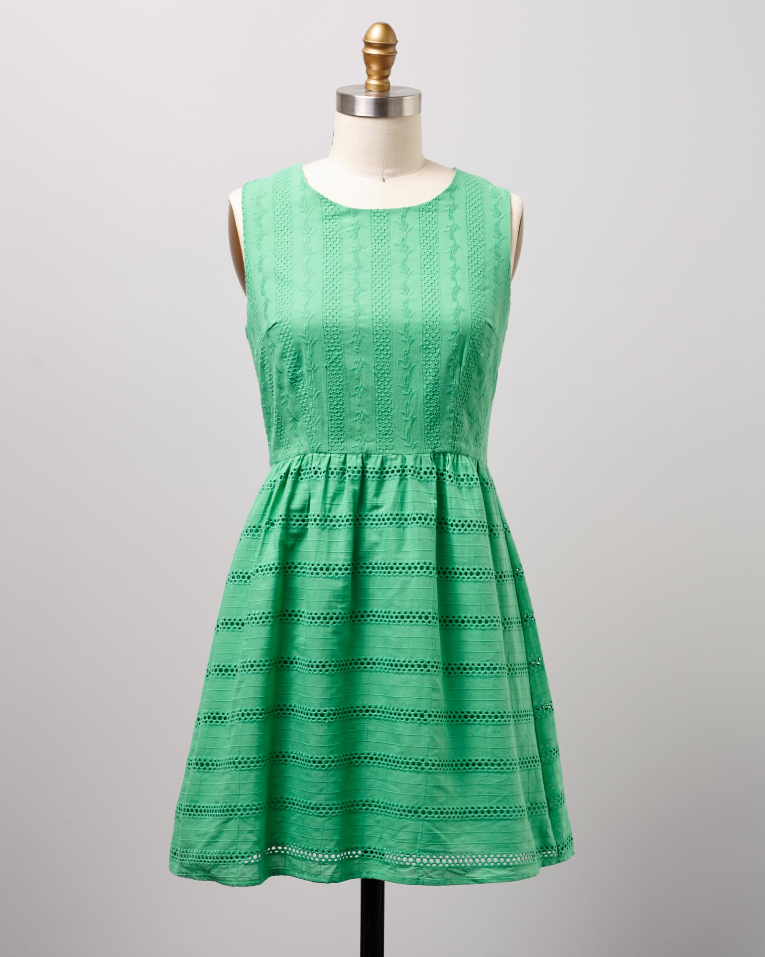 This gorgeous, sweet dress is a new-with-tags Modcloth find, but at an incredible consignment bargain find price! Snatch yours up now from this fantastic give-back shopping site before they're gone!
