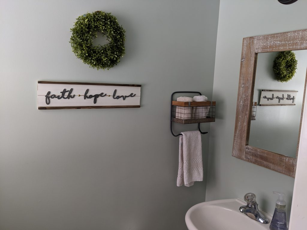 Have a bathroom or powder room in need of a spruce? This fab farmhouse makeover, step-by-step DIY project will refresh your space in no time, on the cheap! A budget-friendly, easy DIY project that will make a ton of difference!