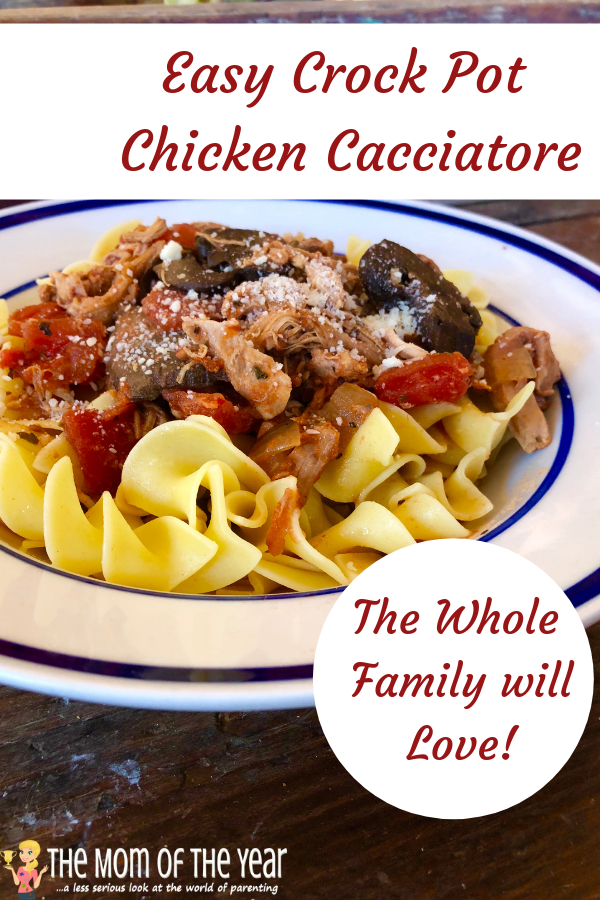 Need a smart family dinner win> Paleo Crockpot Chicken Cacciatore is such genius, all-inclusive win for whatever your menu holds! Score!