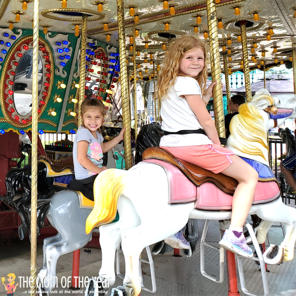 Have kids of different ages? These cool 10 Dutch Wonderland attractions for older kids make for a day of family fun ALL of your kids will love! Plus, grab the bonus insider hacks for making the most of your trip to this family-friendly amusement park!