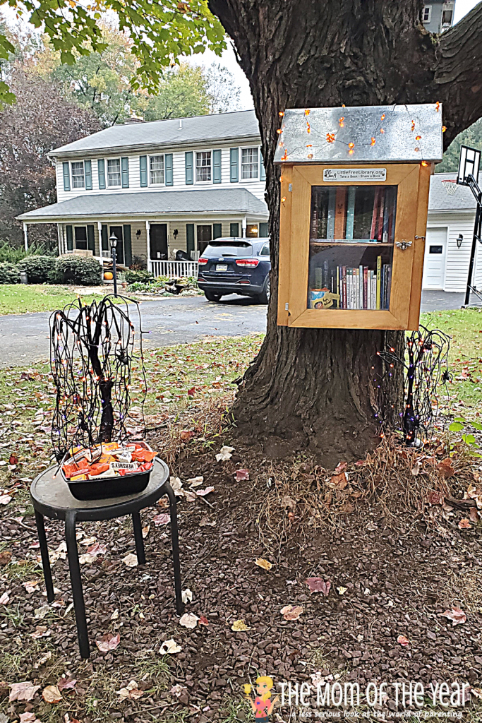Halloween candy is super, but try this Book or Treat twist with your little free library and bring reading along with the sweets to this spooky holiday!